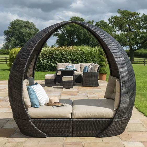 Luxury Garden Daybed